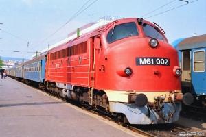 MÁV M61 002 med Tog 9716. Budapest-Déli 14.04.1991.