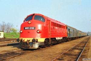 MÁV M61 019 med materieltog. Tapolca 16.04.1991.