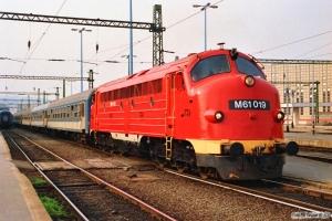 MÁV M61 019 med Ex 956. Budapest-Déli 16.04.1991.