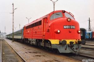 MÀV M61 010 med Ex 950. Tapolca 18.04.1991.