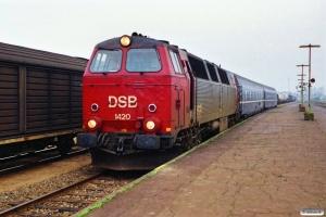 DSB MZ 1420+2 DB WLABmh som M 8340 Fa-Od. Vogne til TV 2 valgtog. Odense 04.11.1989.