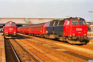 DSB MZ 1423 med IC 430 Fh-Flb og MZ 1411 med P 1558 Ar-Ngf. Fredericia 18.03.1990.