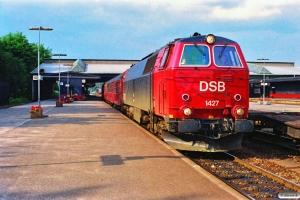 DSB MZ 1427+Bn 703+ABns 517 som P 2776 Fa-Od. Fredericia 29.06.1990.