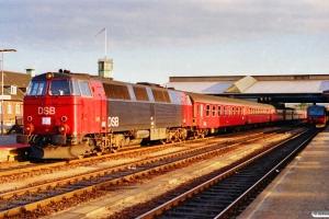 DSB MZ 1414 med IC 163 Kh-Ar. Fredericia 31.05.1991.