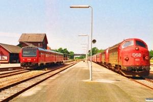 DSB MR/D 34 som Re 4629 Es-Str og MY 1123+MY 1143+Bf+3 WRm+2 Bf som P 8534 Ar-Rj. Ringkøbing 13.06.1992.