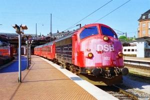 DSB MY 1122+Bn-v+3 Bn-o+ADns-e+B+B-t+BDan+B+B som IR 1161 Kh-Kø. København H 01.07.1994.