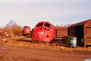 DSB MY 1134 hensat og resterne af MY 1117. Århus 01.03.1997.