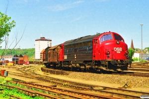 DSB MY 1156 rangerer med G 7438 Hs-Vj. Vejle 13.05.1998.