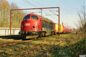 DSB 90 86 00-21 135-7+Res 006+SA 9122+SB 9322+SC 9622+SD 9822+SD 8822+SC 8636+SB 8336+SA 8136+måleledsagevogn 008+målevogn 002 som M 6033 Htå-Ar. Ullerslev 21.02.2004.