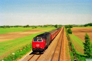 DSB MZ 1434 med Re 2237 Hgl-Nf. Km 111,2 Kh (Lundby-Vordingborg) 13.05.1994.