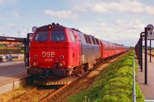 DSB MZ 1424+BDn+3 B+WLABr+Bcm+Bcm+WLABr som IR 591 Kh-Fh. Frederikshavn 04.07.1995.