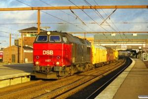 DSB MZ 1457+hjælpetog som M 6183 Gb-Tov. ME 1524 afsporet på Torsøvej. Odense 26.02.2000.