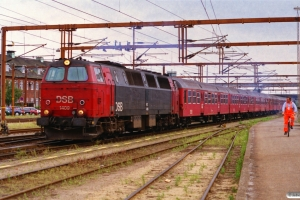 DSB MZ 1409 med IR 1653 Kh-Ab. Fredericia 28.07.2000.