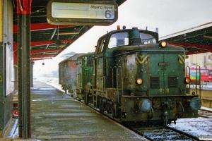 DSB MH 338+Traktor 124+Gs er netop ankommet fra Svendborg. Odense 01.03.1988.