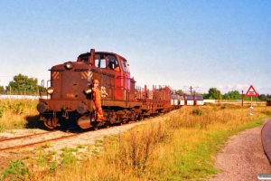 DSB MT 165 med godsvogne til Kommunekemi. Nyborg 09.09.1996.
