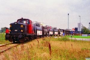 DSB MT 166 med godsvogne til Kommunekemi. Nyborg 07.10.1996.