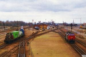 DSB MT 159 rangerer og MZ 1454 kører i hus. Rødby Færge 25.04.1997.