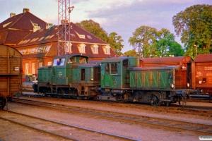 DSB MH 320+Traktor 137 rangerer. Odense 12.07.1988.