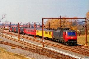 DSB EA 3007+Målevogn 001+006+EA 3017+ME 1528+ME 1533+MZ 1454. Nyborg 16.04.1996.