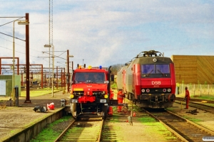 DSB EA 3022+EA 3016 og Fredericias hjælpebil. Odense 31.10.1998.