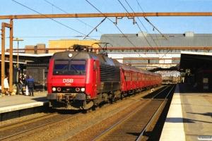 DSB EA 3001+Bn-oi+3 Bn-o+ADns-e som IR 1353 Kh-Ab. Odense 07.04.2000.