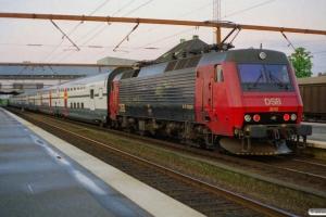 DSB EA 3022+8 SBB vogne+EA 3012 som IC 560 Od-Kk. Odense 18.05.2000.