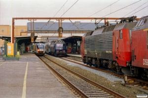 DSB MQ 15 som RV 2662 Od-Re, ME 1525 med M 9874 Od-Kh og EA 3006 med M 9872 Od-Kh. Odense 01.08.2003.