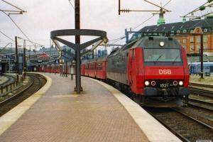 DSB ME 1521 med RØ 2257 Kh-Næ. København H 07.04.2002.