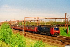 DSB ME 1531 med IR 1652 Ar-Kh. Odense 02.06.2002.