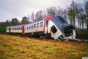 DSB MRD 4202+MR 4002. RV 3705 Fa-Str (4202+4002) kørte ind i holdende RV 3712 Hr-Fa (MR 4043+4243). Kølkær 02.03.2000.