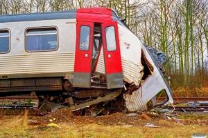 DSB MRD 4202. RV 3705 Fa-Str (4202+4002) kørte ind i holdende RV 3712 Hr-Fa (MR 4043+4243). Kølkær 02.03.2000.