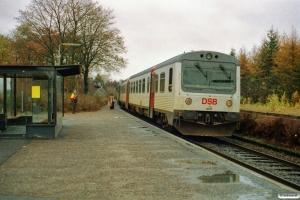 DSB MR/D 72 som RV 3936 Hr-Ar. Engesvang 09.11.2002.