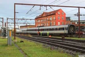 DSB ER 27 afsporet med en aksel på bogien under ER 2027/FR 2227. Odense 20.11.2015.