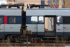 Bogien under DSB ER 2027/FR 2227 med rulleskøjte monteret. Odense 21.11.2015.