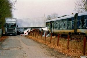 DSB MQ 4922+MQ 4122 - RV 2840 Od-Svg påkørt lastbil. Pederstrup 27.02.2006.