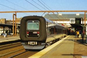 DSB EA 3009+ET 03 som M 6462 Sdb-Hgl. Odense 09.04.2000.