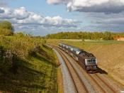 DSB ME 1505 med RØ 2550 Hk-Kk. Km 42,2 Kh (Lejre-Hvalsø) 15.05.2020.
