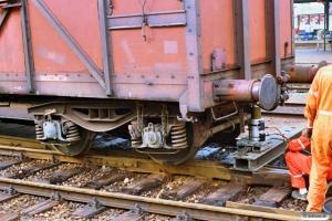 SNCF Gas sporsættes efter afsporing. Odense 30.08.1988.