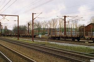 DSB Lps 100+Lps 148 og Lps 102. G 7245 afsporet under udkørsel. Odense 28.02.1999.