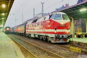DR 119 148-5 med Tog 15343. Schwerin 27.10.1990.