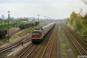 DR 132 351-8 med D 438. Lübeck 31.03.1990.