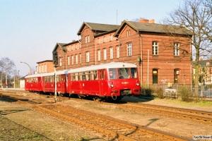 DR 172 005-1+172 612-4+172 016-8 som Tog 4103. Perleberg 29.03.1991.