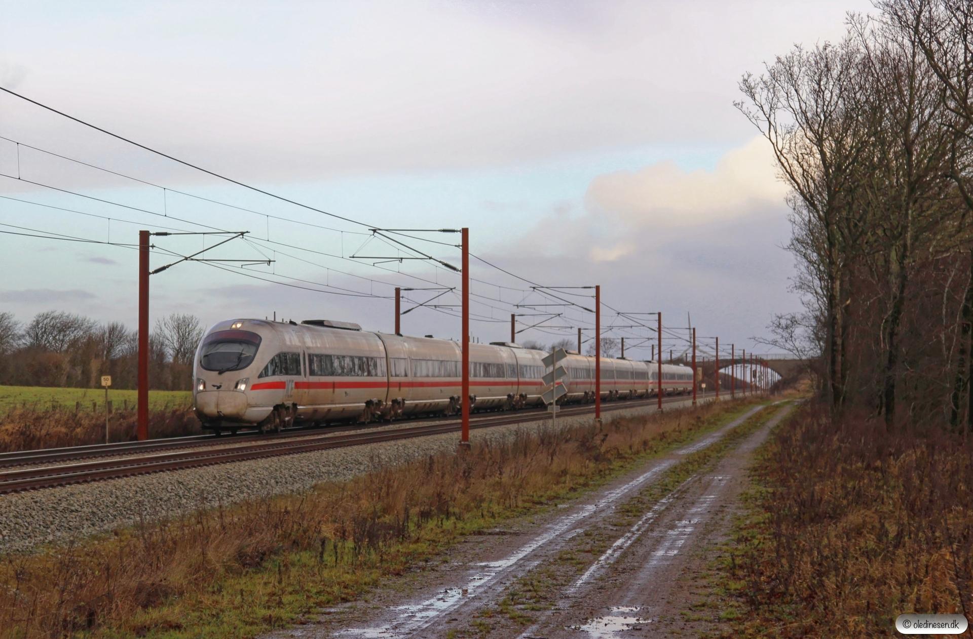DB 605 018-0+DB 605 016-4+DB 605 011-5 som M 6469 Rg-Pa. Km 50,2 Fa (Farris-Sommersted) 11.12.2016.
