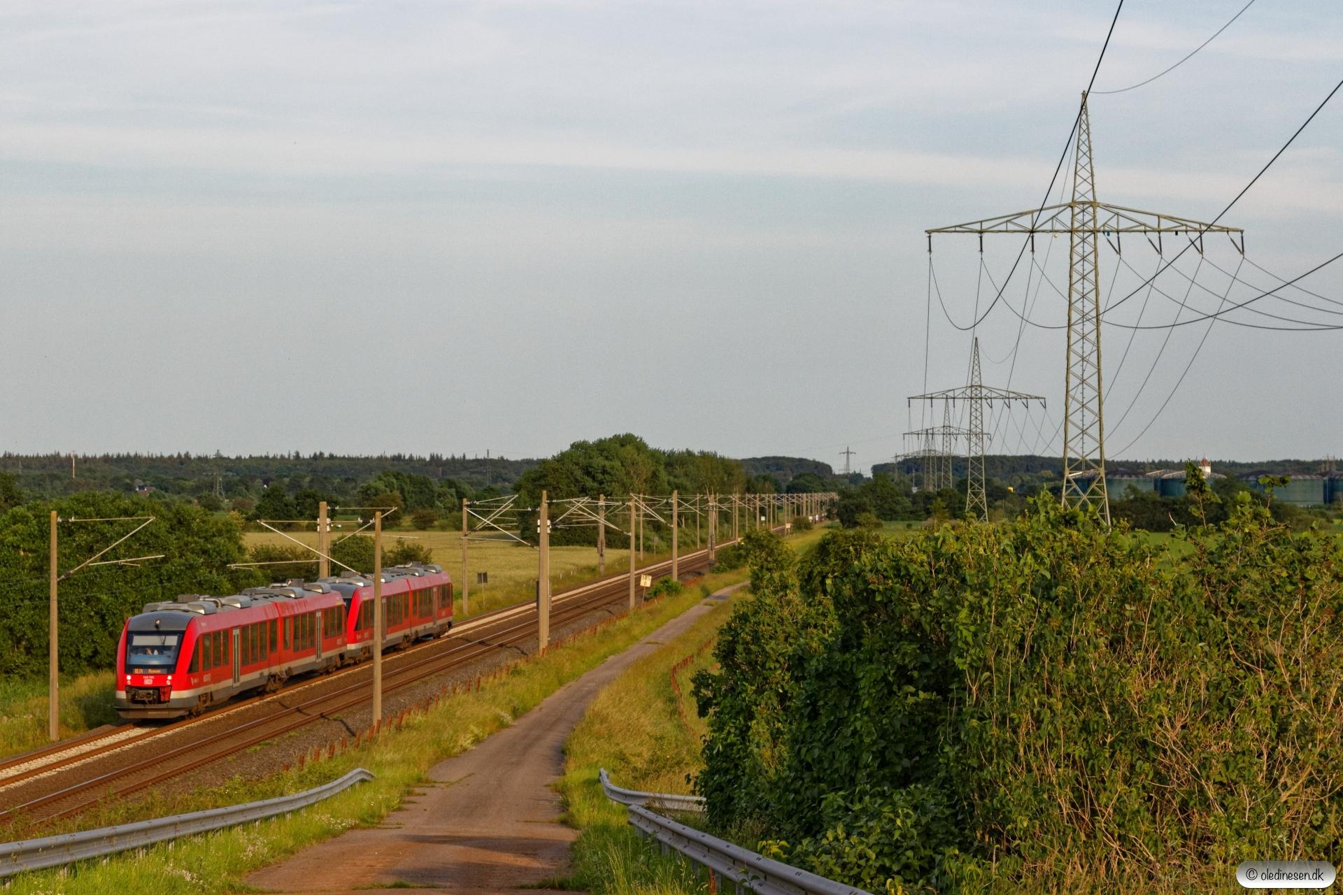 DB 648 355+648 855+648 344+648 844 som RE 21228. Km 145,6 AA (Schuby-Jübek) 23.06.2019.