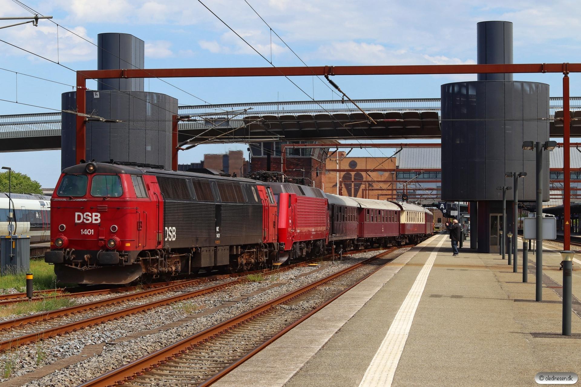DSB MZ 1401+EA 3004 med VM 8303 Gb-Od. Odense 16.06.2020.