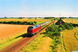 DB BDylst+ABylb+V 200 007 som P 8660 Str-Pa. Km 54,4 Fa (Sommersted-Vojens) 22.07.1990.