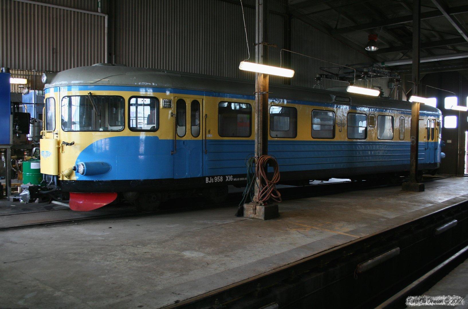 BJs X16 958. Sävenäs Lokstation 17.04.2009.