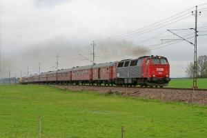 DSB MZ 1401+9 vogne+BV DLL 3109E+DLL 3101B som TJT 69113. Ängelholm - Åstorp 15.05.2010.