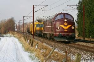 DSB MX 1001+Rs+EUSCT UFM 120 (97 86 30 501 17-6)+Rs som BM 8336 Uu-Gl. Km 155,4 Kh (Marslev-Odense) 28.01.2012.