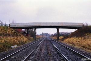 Grevenlundsvej broen kort før nedrivning. Km 23,2 Ng (Marslev-Odense) 24.12.1989.
